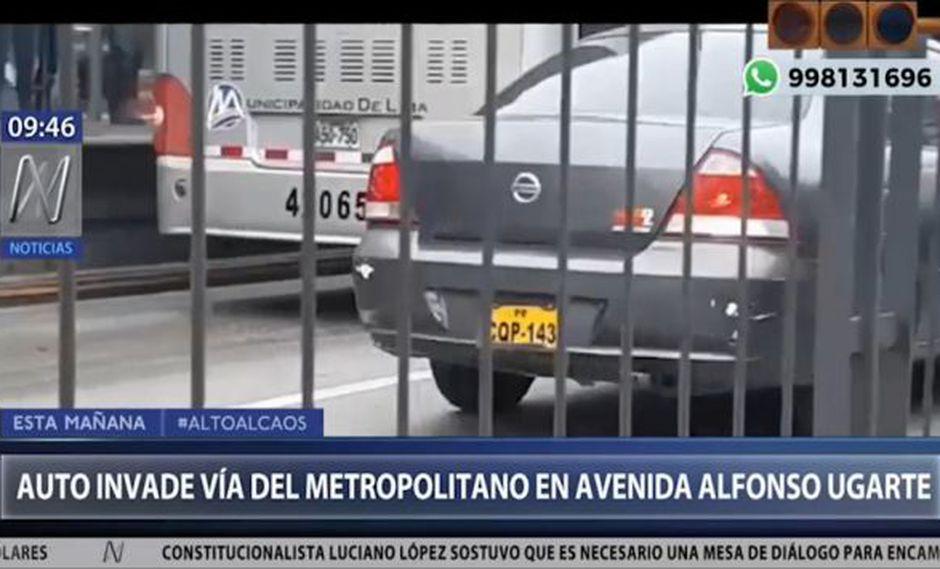 Conductor del vehículo de lunas polarizadas tomó esta vía exclusiva del Metropolitano con el fin de evadir el tráfico. (Captura: Canal N)