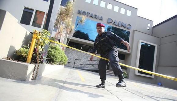 Los criminales efectuaron hasta 15 disparos dentro del local de la Av. Aramburú. (Martín Pauca)