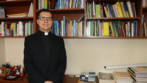 Edwin Vásquez, sacerdote jesuita.