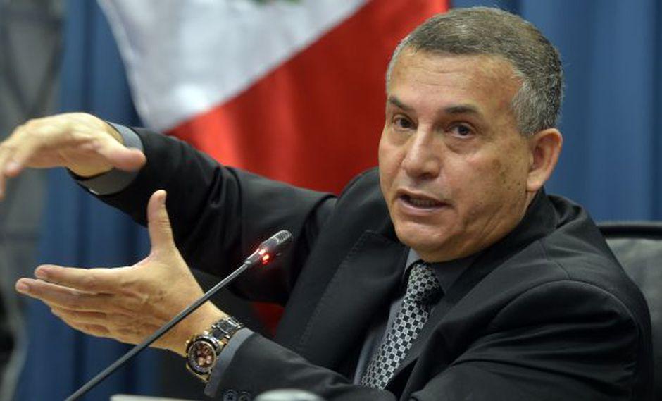 Daniel Urresti explicó nueva estrategia del Gobierno para la lucha contra la minería ilegal. (AFP)