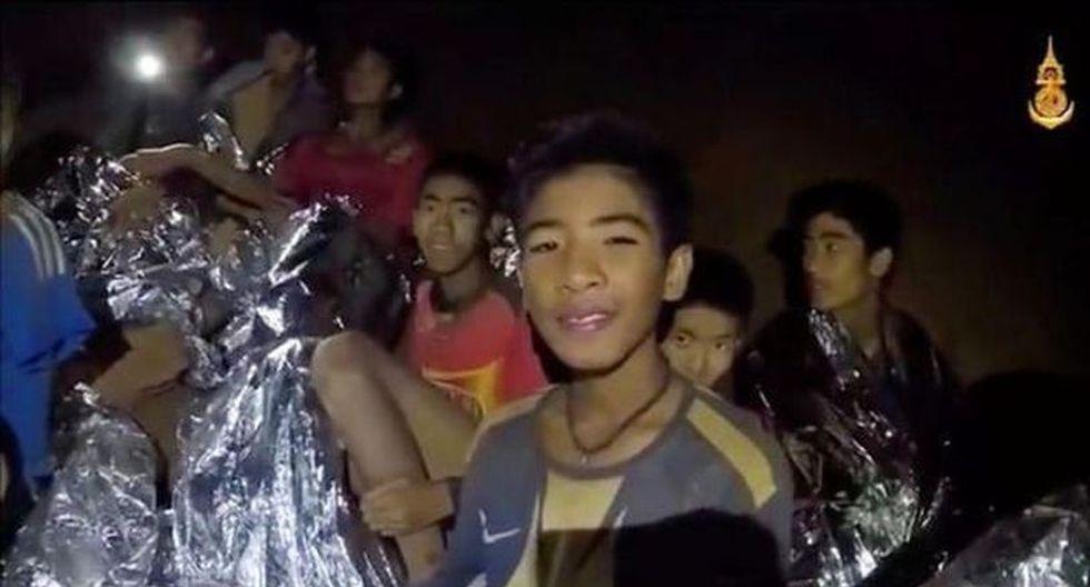 Los equipos de rescate completaron la evacuación por fases de doce niños y su tutor, quienes quedaron atrapados a unos cuatro kilómetros de profundidad en la cueva Tham Luang, en el norte de Tailandia, el 23 de junio. (Captura: Facebook/Thai NavySEAL)