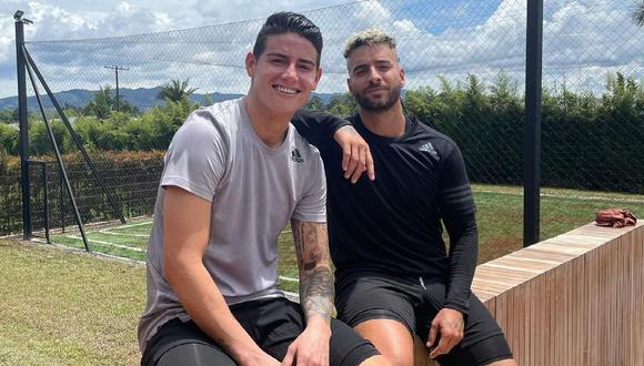 Maluma y James Rodríguez se mostraron muy sonrientes para una fotografía en las redes sociales del cantante. (Foto: @maluma)