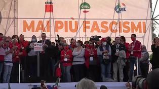 Cientos de personas marchan en Roma contra el fascismo en Italia