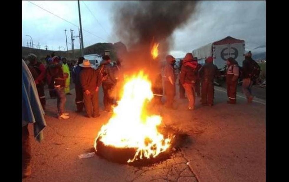 Paro agrario en Arequipa se da con quema de llantas. (Facebook/@noticiero.opinion)