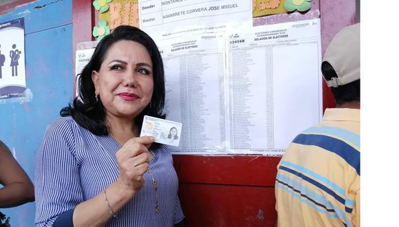 La titular de la Mujer y exalcaldesa trujillana cumplió su deber cívico. (Foto: GEC)