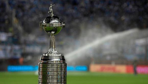 La matriz del fútbol sudamericano, que agrupa a diez asociaciones nacionales, reiteró que continúa monitoreando la situación de salud en la región. (Foto: AFP)