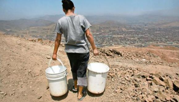 Sedapal distribuye agua potable en forma gratuita a través de camiones cisterna. (Foto: El Comercio)