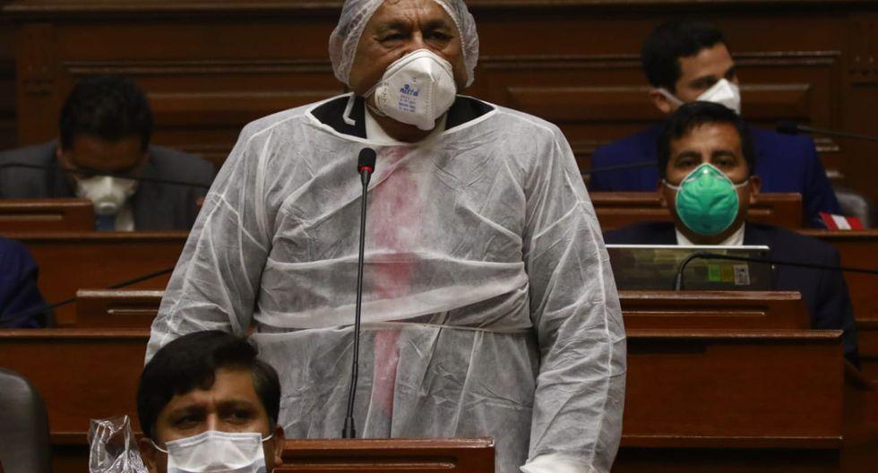 Así lució el legislador Napoleón Puño Lacarnaque durante la sesión del Parlamento. (Foto: Congreso)