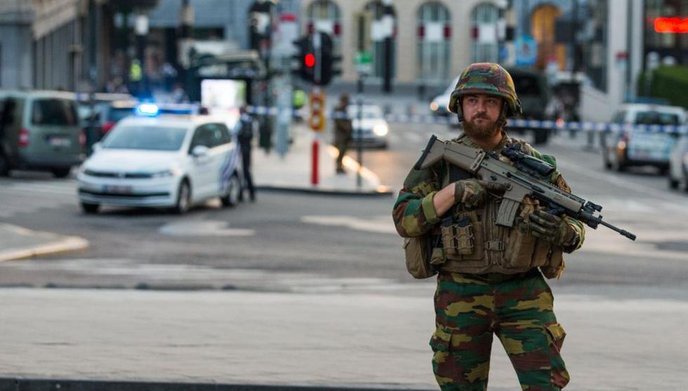 Un soldado presta guardia en una estación de trenes durante el pasado 20 de junio, en medio de un ataque terrorista. (EFE)