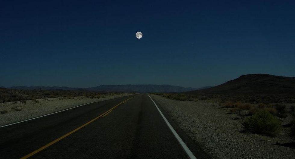 La Luna es el punto de partida para el ilustrador en esta composición gráfica. (Ron Miller)
