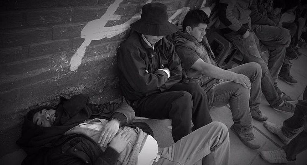 Hinchas durmieron en las afueras del estadio de Huancayo para conseguir una entrada al duelo final de Descentralizado 2013.  (Luis Gonzales)
