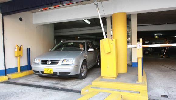 Escasez de zonas para parqueo de automóviles representa una oportunidad. (USI)