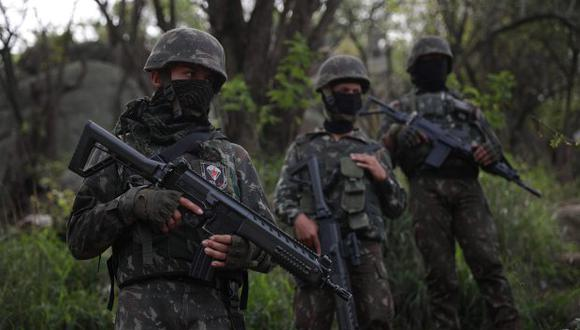 El operativo se desplegó en el complejo de barriadas de Salgueiro, en el municipio de San Gonçalo, zona metropolitana en el norte de Río, y en la Bahía de Guanabara. (Foto: EFE)