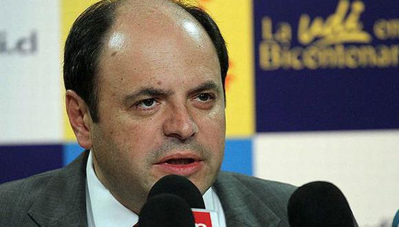 Álvarez se hizo conocido por su campaña para no usar corbatas en verano. (Emol)