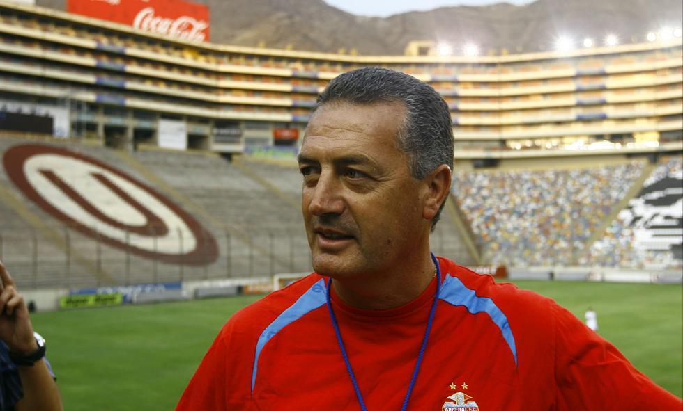 Gustavo Alfaro, cuando llegó al Monumental con Arsenal para enfrentar a la U en 2011. (GEC)
