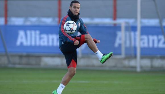 Thiago Alcántara será operado en Barcelona por lesión en rodilla. (AFP)