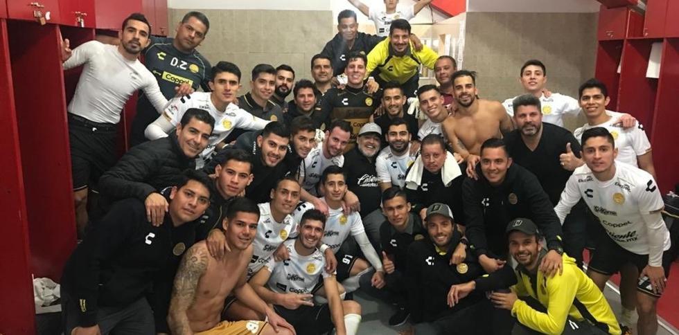 Diego Armando Maradona celebra el pase a la final de la segunda división mexicana. (Twitter)