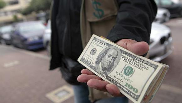 En el mercado paralelo, el tipo de cambio cotizaba hoy a S/3.300 la compra y a S/3.315 la venta en horas de la mañana. (Foto: GEC)