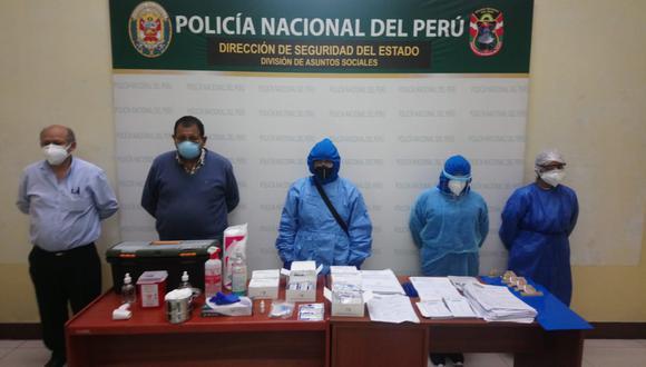 Falsos médicos instalaron pseudos consultorios en almacén de telas y de licorería. (PNP)
