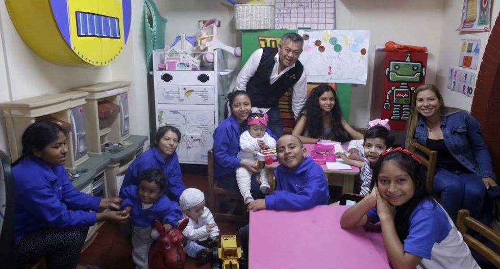 """Doctor Ricardo Pum Chong, finalista en el concurso Héroes de CNN y fundador de """"Inspira"""", albergue donde residen niños de provincia durante su tratamiento en Lima. (Foto: Andina)"""