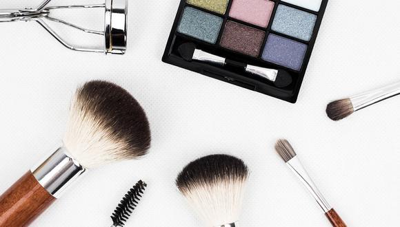 Es momento de mirar tus productos de belleza con atención.