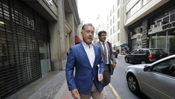 Gerardo Sepúlveda acompañado de su abogado Percy García. (GEC)