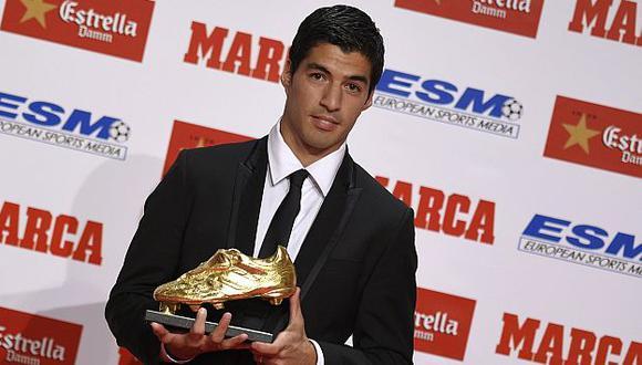 Luis Suárez recibió la Bota de Oro de la Europa League. (AFP)