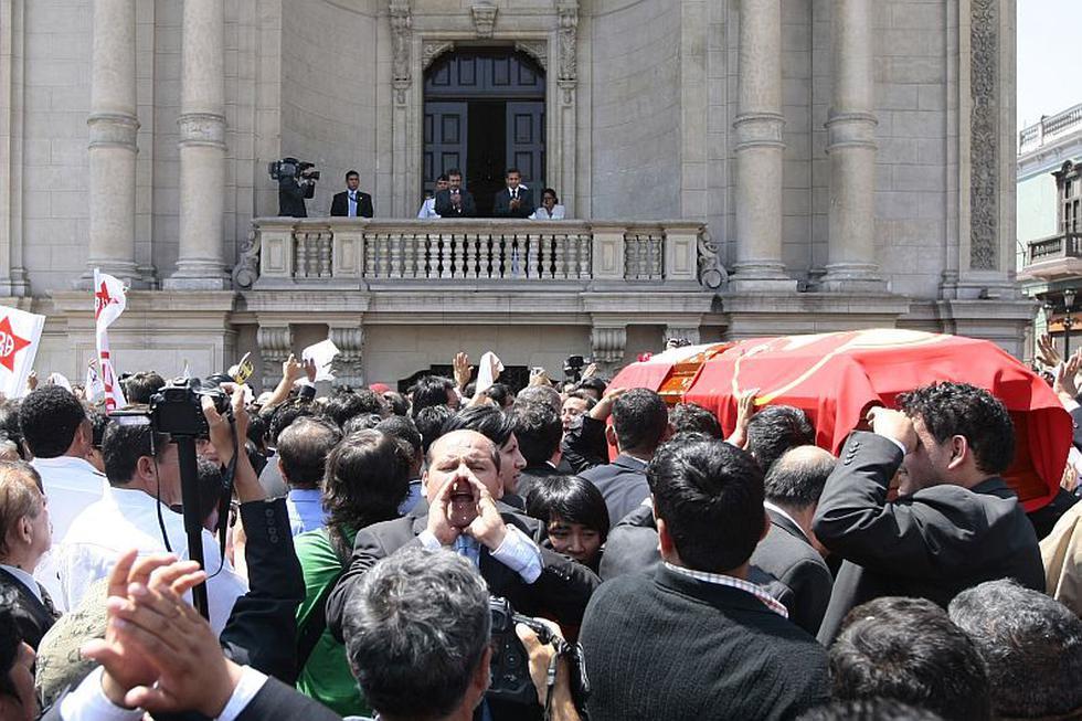 El presidente y el premier Jiménez saludaron el paso del cortejo fúnebre. (David Vexelman)