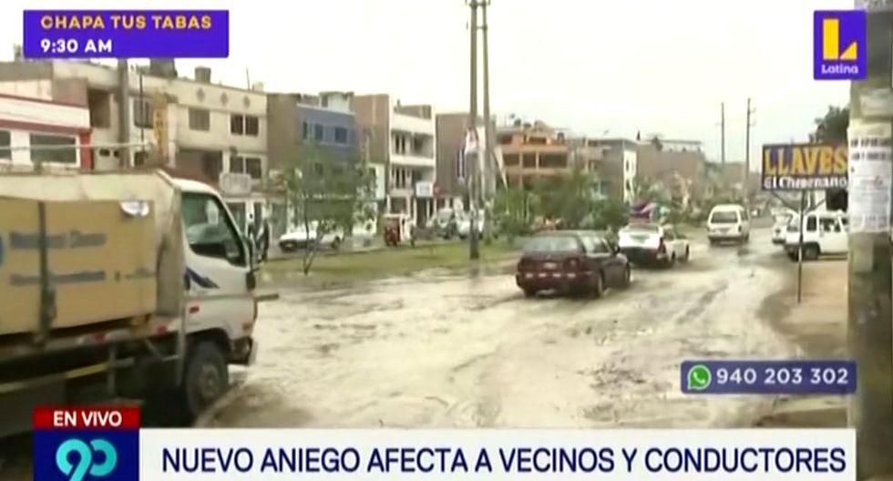 Este hecho se reportó esta mañana y afectó la transitabilidad de algunos peatones y el pase de los vehículos, debido a que el agua invadía las pistas de la avenida Santa Rosa en ambos sentidos. (Foto: Captura Latina)