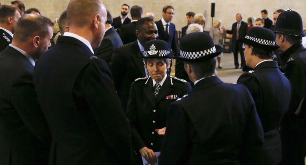 En la foto, la Comisionada de la Policía Metropolitana, Cressida Dick, habla con sus colegas. Investigación ininció luego que la comisaria recibiese información con presuntos delitos de odio. (Foto: AFP)