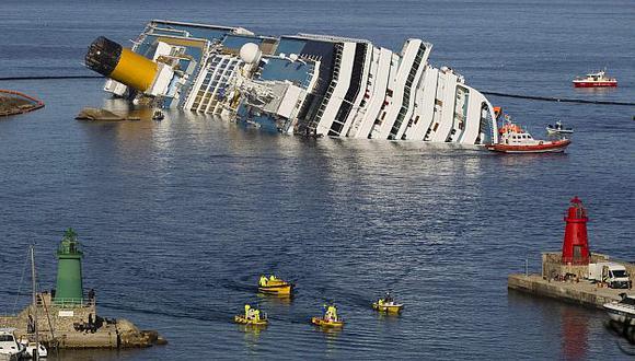 Las labores de rescate continúan en el crucero siniestrado. (Reuters)