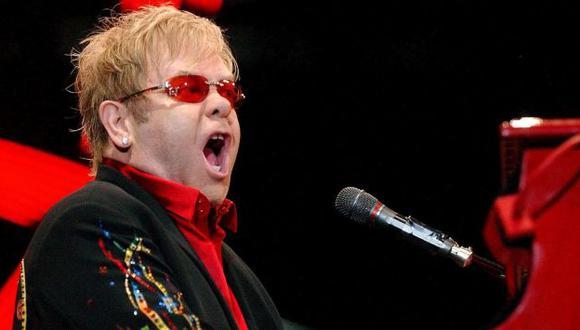 Elton John asará por el quirófano. (EFE)
