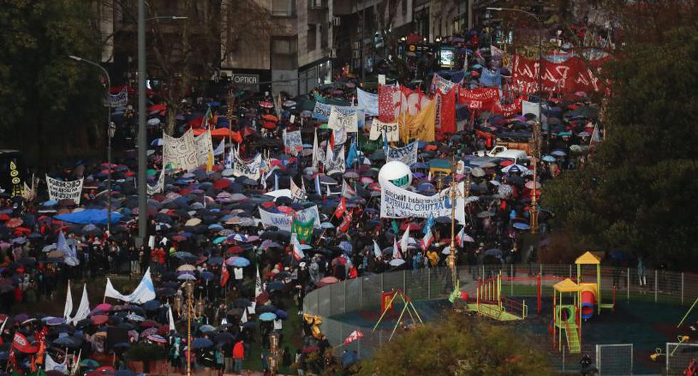 Miles marcharon contra el ajuste presupuestario en universidades públicas   Foto: EFE