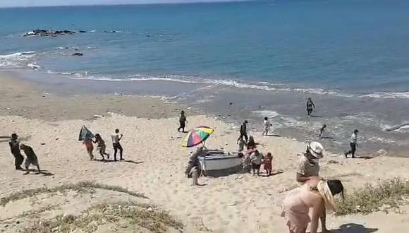 """Alrededor de 200 bañistas fueron intervenidos por la policía en playa """"Las Peñitas"""" (Foto: Municipalidad Provincial de Talara)"""