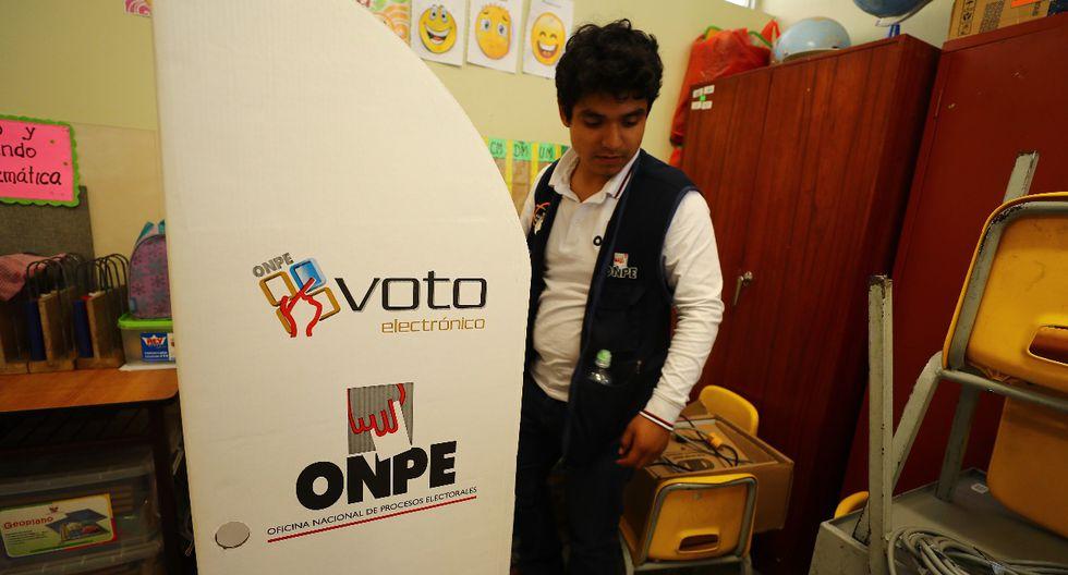 El incidente ocurrió en la mesa 041224, donde la máquina para emitir el voto electrónico nunca funcionó. (Foto: Daniel Apuy/ GEC)