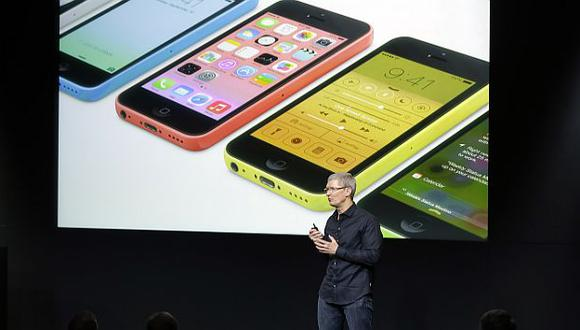 Tim Cook, CEO de Apple, encabezó la ceremonia de presentación. (AP)