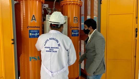La planta de oxígeno está ubicada en el coliseo La Paz, del estadio municipal Iván Elías Moreno (Avenida Los Álamos, con el cruce de la avenida José Carlos Mariátegui).