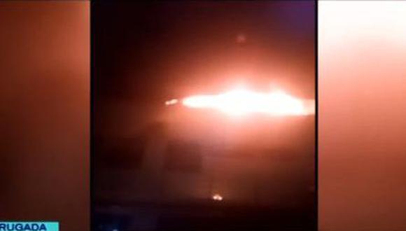 Hasta la zona llegaron 9 unidades de los bomberos. (Foto: Captura/Latina)