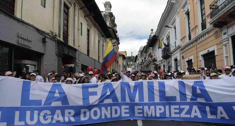 A la par se realizaron marchas similares, e igualmente pacíficas, en las costeras ciudades de Portoviejo y Quevedo, y en las andinas Latacunga, Cuenca y Ambato. (Foto: AFP)