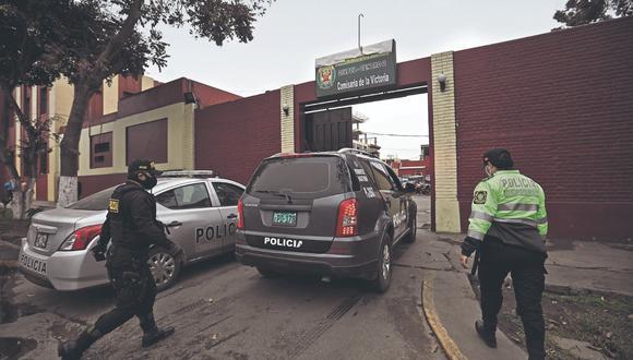 Agentes de la DIVIAC y la Fiscalía incautaron evidencias en comisaría.