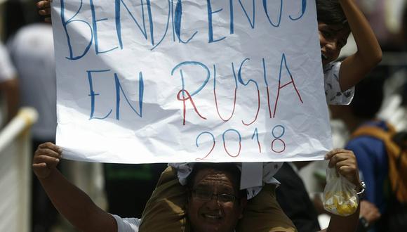 Con este tipo de carteles, los habitantes del barrio de Buenos Aires le hicieron este curioso pedido al Papa Francisco. (RenzoSalazar/Perú21)