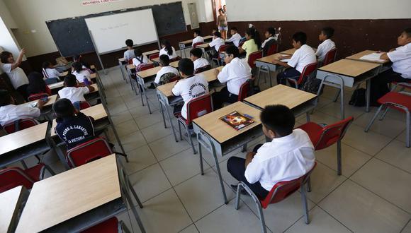 Los resultados arrojaron que del total de encuestados, el 37% opina que el año escolar 2021 debe continuar de forma virtual mientras que la mayoría piensa que se debería volver a las aulas.