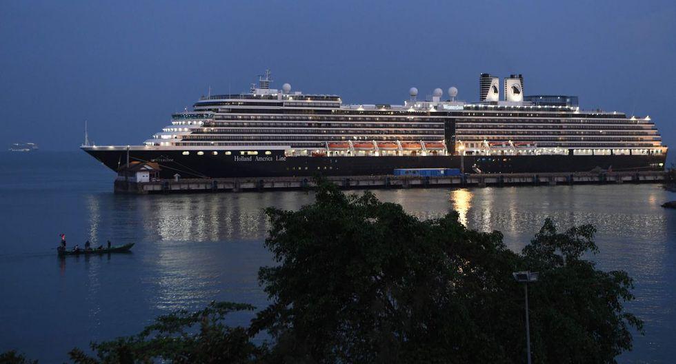 Las autoridades de Camboya han examinado al millar de personas que siguen a bordo del crucero Westerdam, atracado desde del viernes en el puerto de Sihanoukville, cuyo desembarco fue detenido tras un positivo por el nuevo coronavirus. (AFP).