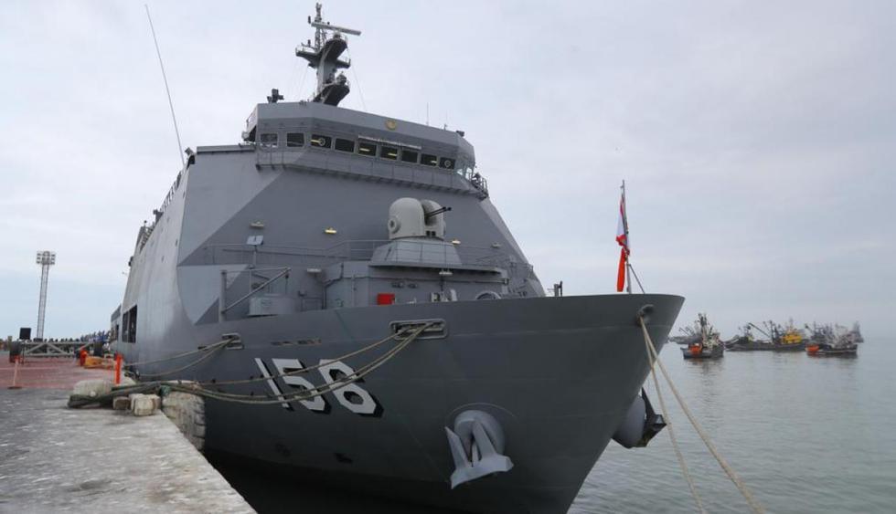 Personal del Ejército y la Marina realizan las acciones de envío del material de ayuda.