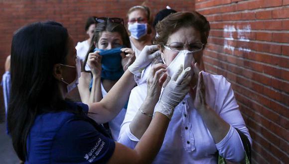 Investigadores de Estados Unidos determinaron que el virus del coronavirus puede permanecer hasta tres días sobre plástico y acero inoxidable (Foto: AFP)