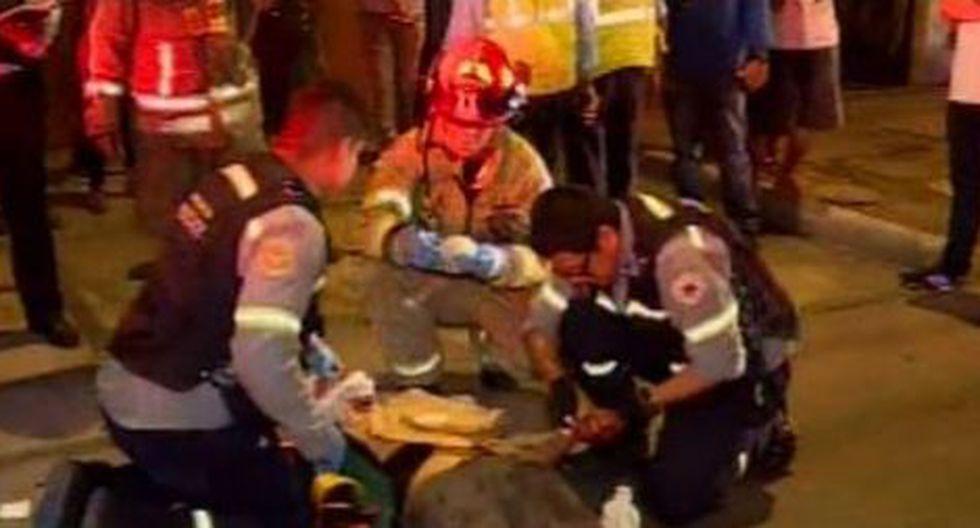 Taxista herido luego que vehículo fuera impactado por camioneta. (Captura: Canal N)