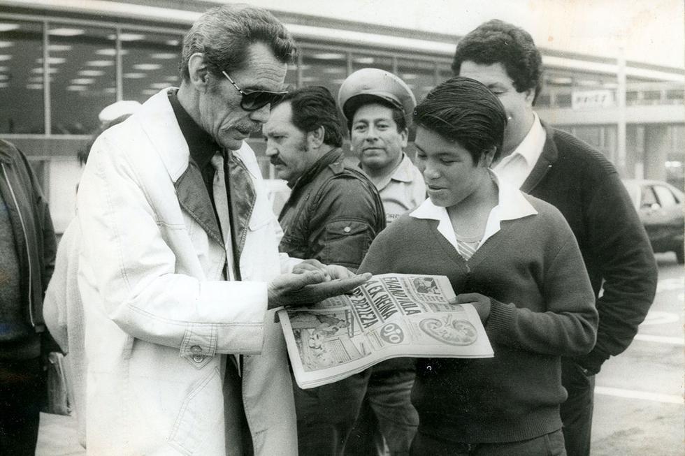 Ramón Valdés murió el 9 de agosto de 1988 debido a un cáncer de estómago que se le detectó a inicios de los años 80. El hombre que se entendía con los chicos, el que hacía reír a los grandes. El padre presente de diez hijos, hermano de los artistas Tin Tán, El Loco Valdés, el Ratón y muchos más. El hombre de los ojos saltones y de las caras expresivas. El músico apasionado de la guitarra criolla. El que partió de gira con su circo. Al que no le faltó el humor. El que recolectó decenas de grupos de Facebook para que lo ayudaran a pagar la renta. Un eterno niño. Un personaje que trasciende generaciones hasta en nuestros días.