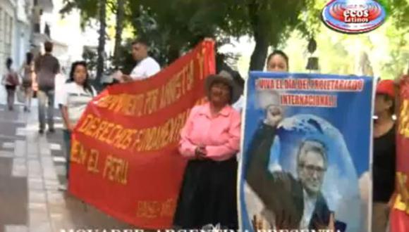 Video demuestra cómo los manifestantes pro senderistas fueron recibidos por miembros de la embajada. (Difusión)