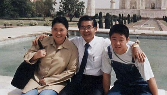 Kenji y Kenji cuando todo era felicidad junto con su padre, Alberto Fujimori.