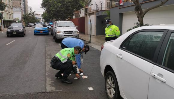 La Municipalidad de Miraflores detalló que el dinero fue hallado por los agentes cuando realizaban un patrullaje por la calle Francia. (Foto: Difusión)
